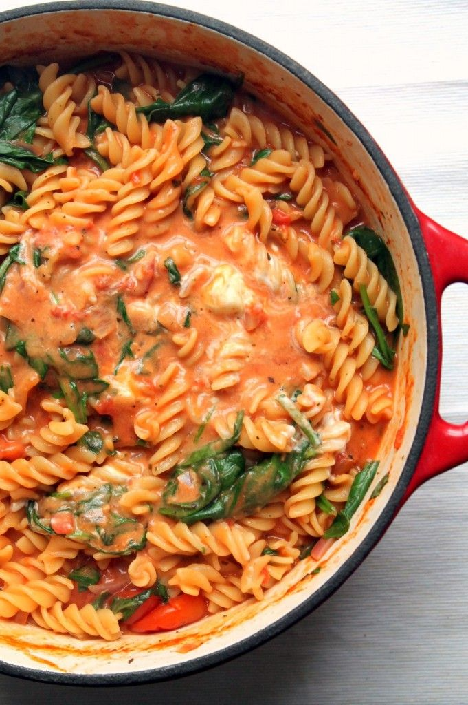 This One Pot Pasta Has A Luxurious Tomato And Mascarpone Sauce Spinach And Fresh Basil