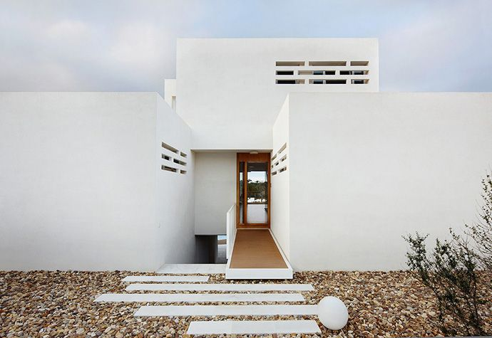 Top most beautiful beach houses across the world presented on designrulz space also rh pinterest
