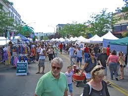Art on the Green weekend..always the first weekend in August!  Great time to visit!