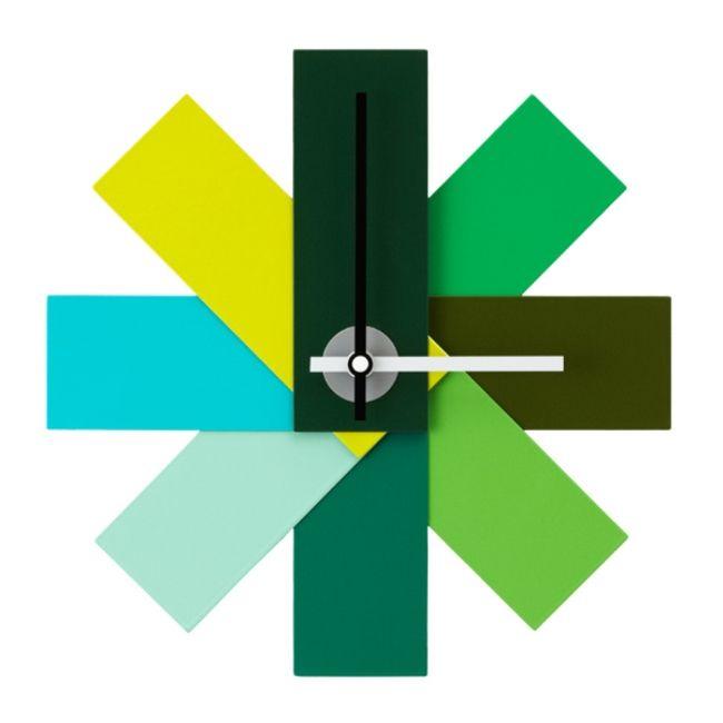 """Watch Me är en färgstarkväggklocka frånNormann Copenhagen.Klockans roliga och enkladesign gör att """"Watch Me"""" sticker ut ochden är inspirerad av färgprovskartor."""
