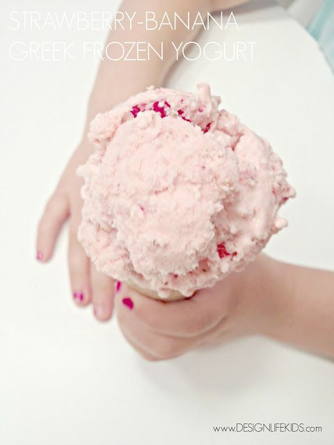 Strawberry-Banana Greek Frozen Yogurt made with just 5 ingredients! | on DESIGN + LIFE + KIDS