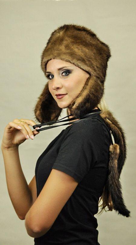 Cappello visone con paraorecchie e codine  www.amifur.it