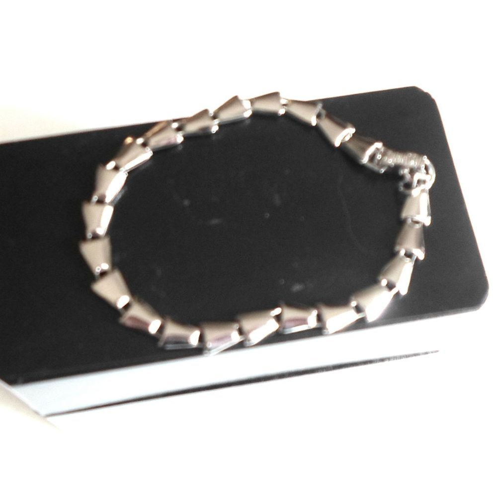 Bracelet silvertone link arrowhead shape   signed Sarah Coventry size 7 1/4 #SarahCoventry #nostone