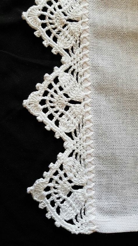 Crochet lace edging, 3 rows staggered shells & V\'s, flowers ...