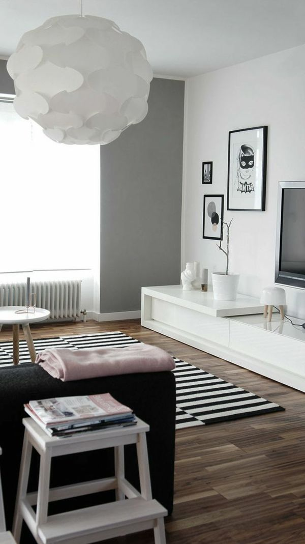 décoration scandinave, une grande lampe origami, tapis à rayures