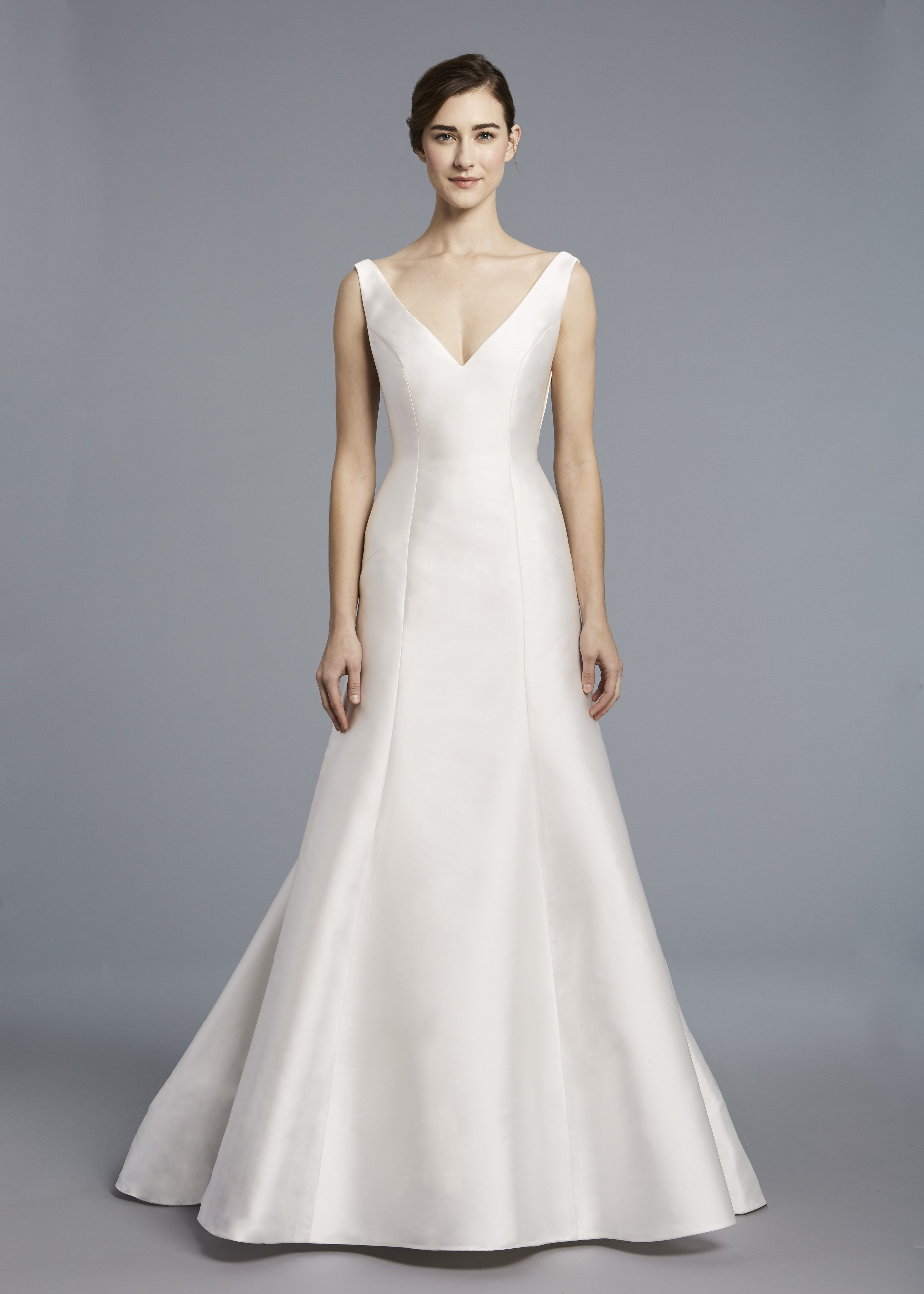 Candice Anne Barge Spring 2018 V Neck Bridal Gown Of Silk Mikado With Architectura Anne Barge Wedding Dresses Wedding Dresses Wedding Dresses With Straps [ 5128 x 3663 Pixel ]