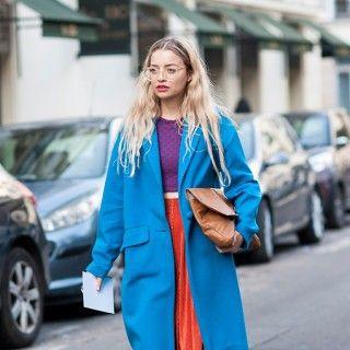 Kühnes Colourblocking: Wie kann man diesen Street Style aus Paris nicht hinreißen finden? Ein Blick und wir haben gute Laune!