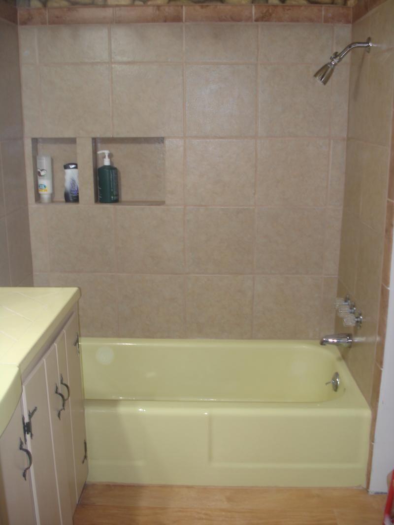 PKB Reglazing : Dirty Yellow Bathtub (Before) Color Change