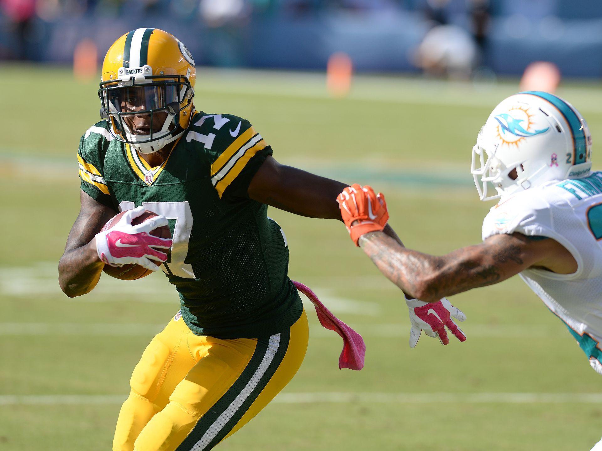 Green Bay Packers Receiver Davante Adams 17 Makes The Catch Against Cornerback Cortland Finnegan 24 On A Fake Spike Pla Green Bay Packers Packers Green Bay