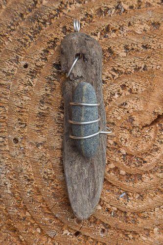 Driftwood beach stone wire pendant; de.dawanda.com/... -  Driftwood beach stone wire pendant; de.dawanda.com/…  - #beach #dawanda #dedawandacom #driftwood #jewelryeditorial #leatherjewelry #pendant #stone #stonejewelry #Wire
