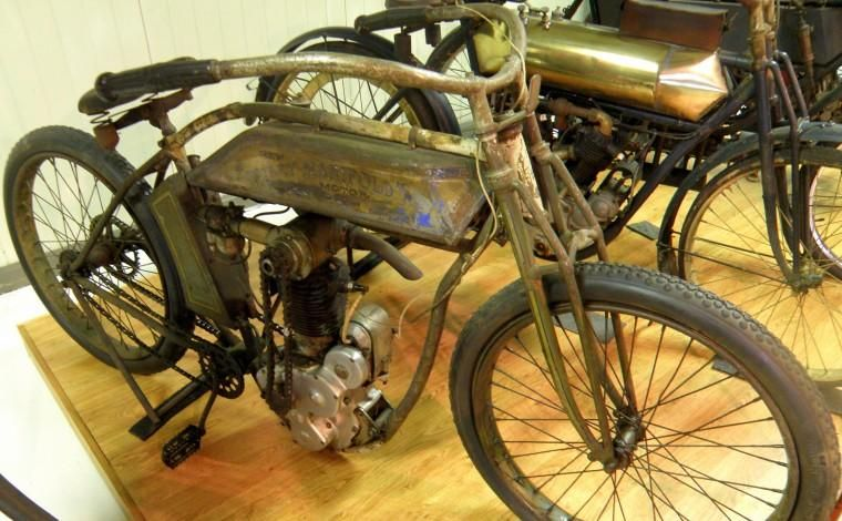 1913 Thor Motorcycle With Images Vintage Bikes Vintage