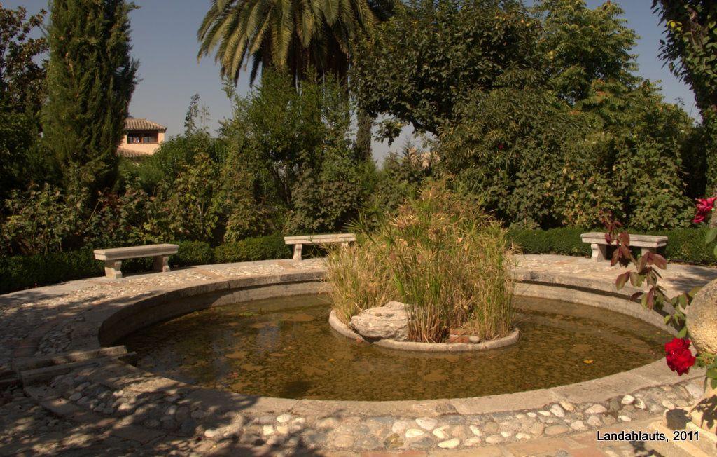 Carmen Del Aljibe Del Rey Granada High Walls Vegetation