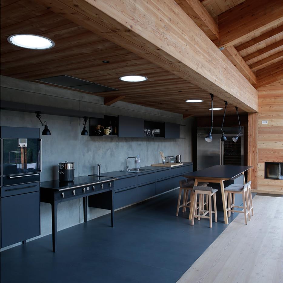 cuisine caf de balme agencement de cuisine mod le la cornue w de jm willmotte cuisine. Black Bedroom Furniture Sets. Home Design Ideas