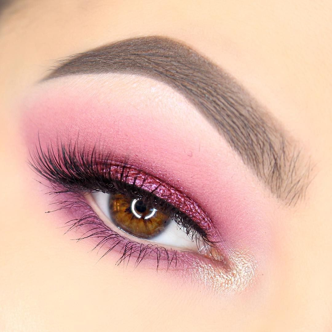 💖 Pink glitter and perfect brows got us like 🙄🙏 @maggiemcdonaldmua wearing our #PixieLuxeLashes is perfection 💖