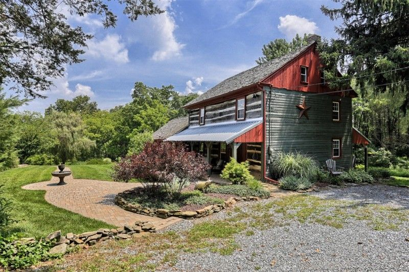 House Tour An Updated Log Cabin In Pennsylvania Cabins And Cottages Cabin Log Cabin Living