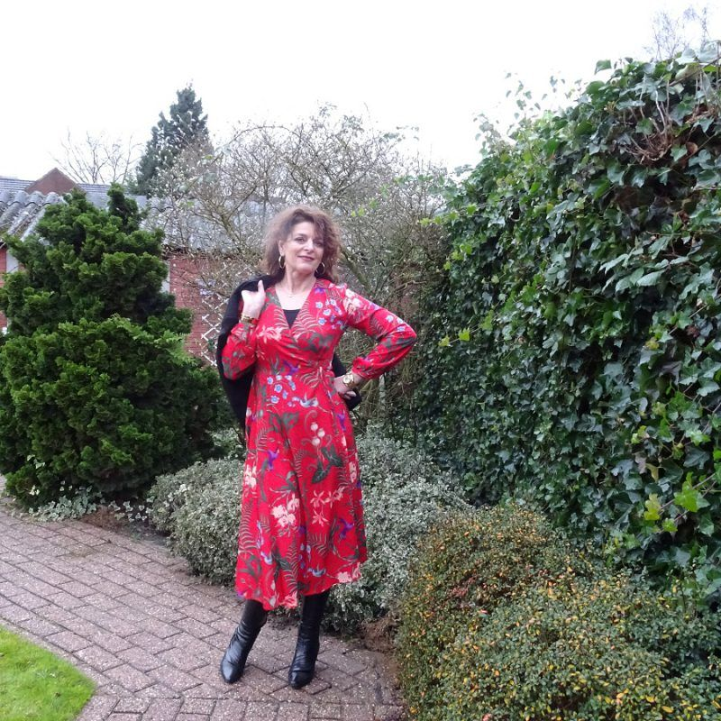 My fabulous red wrap dress! But before I tell you about my red wrap dress, I'll tell you about yesterday. I had such an annoying start of the day. I had to do the groceries in the morning and I was early, I like that, when the doorbell rang.   #40plusfashion #dutchfashionblogger #fashionover40 #fashionblogger #fashionbloggers #fashionista #fashionlover #fashionover50 #reddress #styleover40 #styleover50 #trendy #womenslook #womenswear #wrapdress