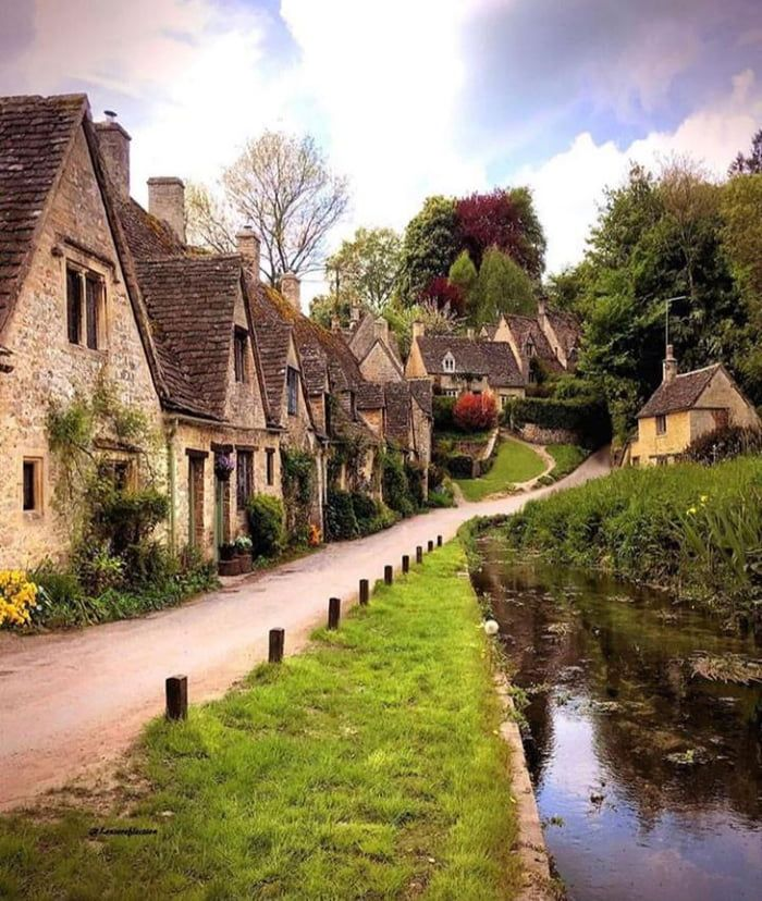 Cozy UK village in 2020 Arlington row, English village