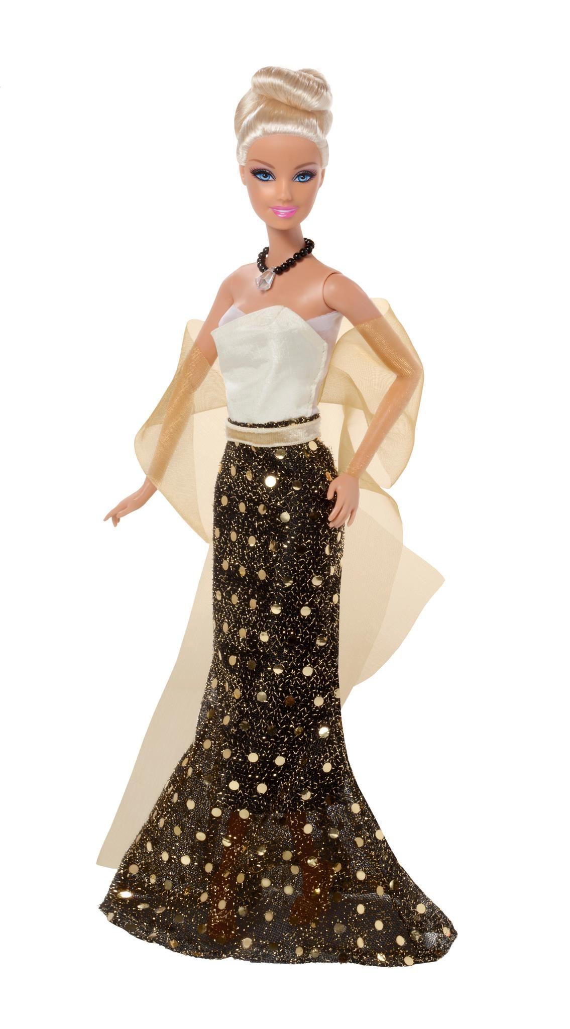 Barbie Vestidos del Mundo | Una vitrina llena de tesoros (Barbie ...