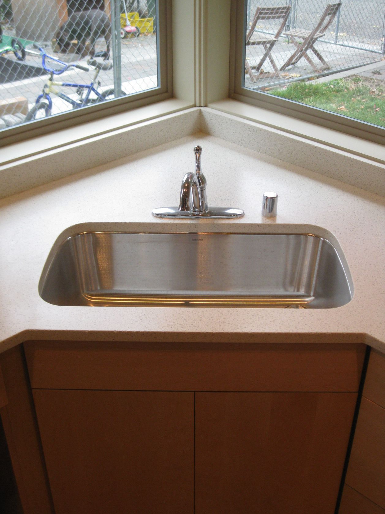 Pin By Rahayu12 On Interior Analogi Single Sink Kitchen Corner Sink Kitchen Kitchen Sink Design