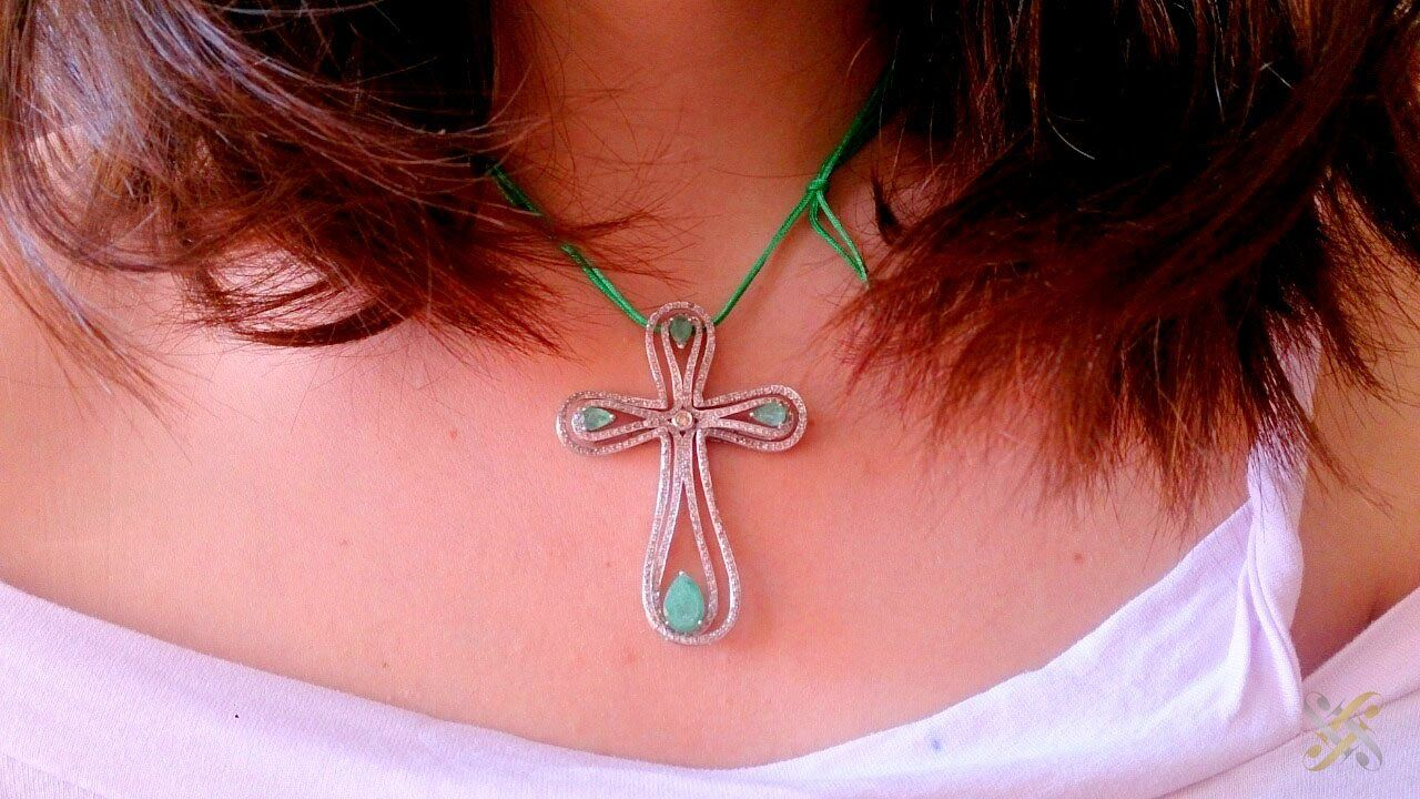 K18 Gold Cross with Brilliant and Emeralds. Transforming to 3 parts ...