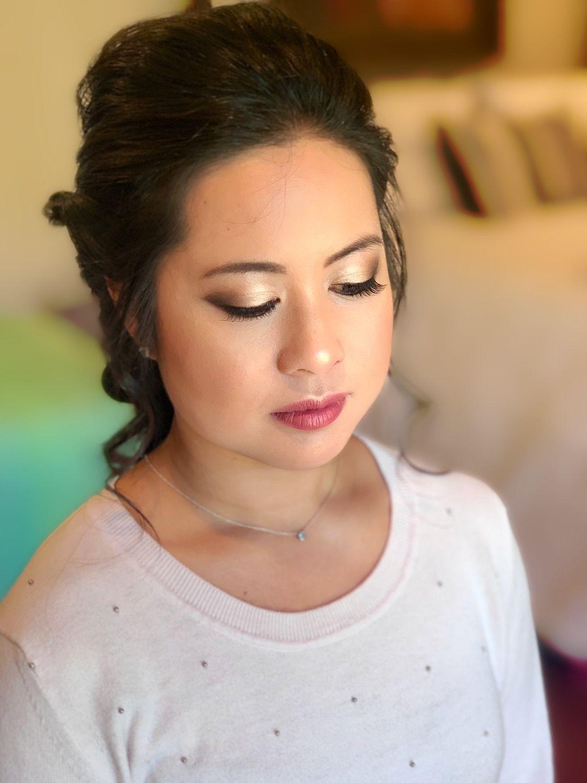 Natural bridal makeup with light smokey eye Light