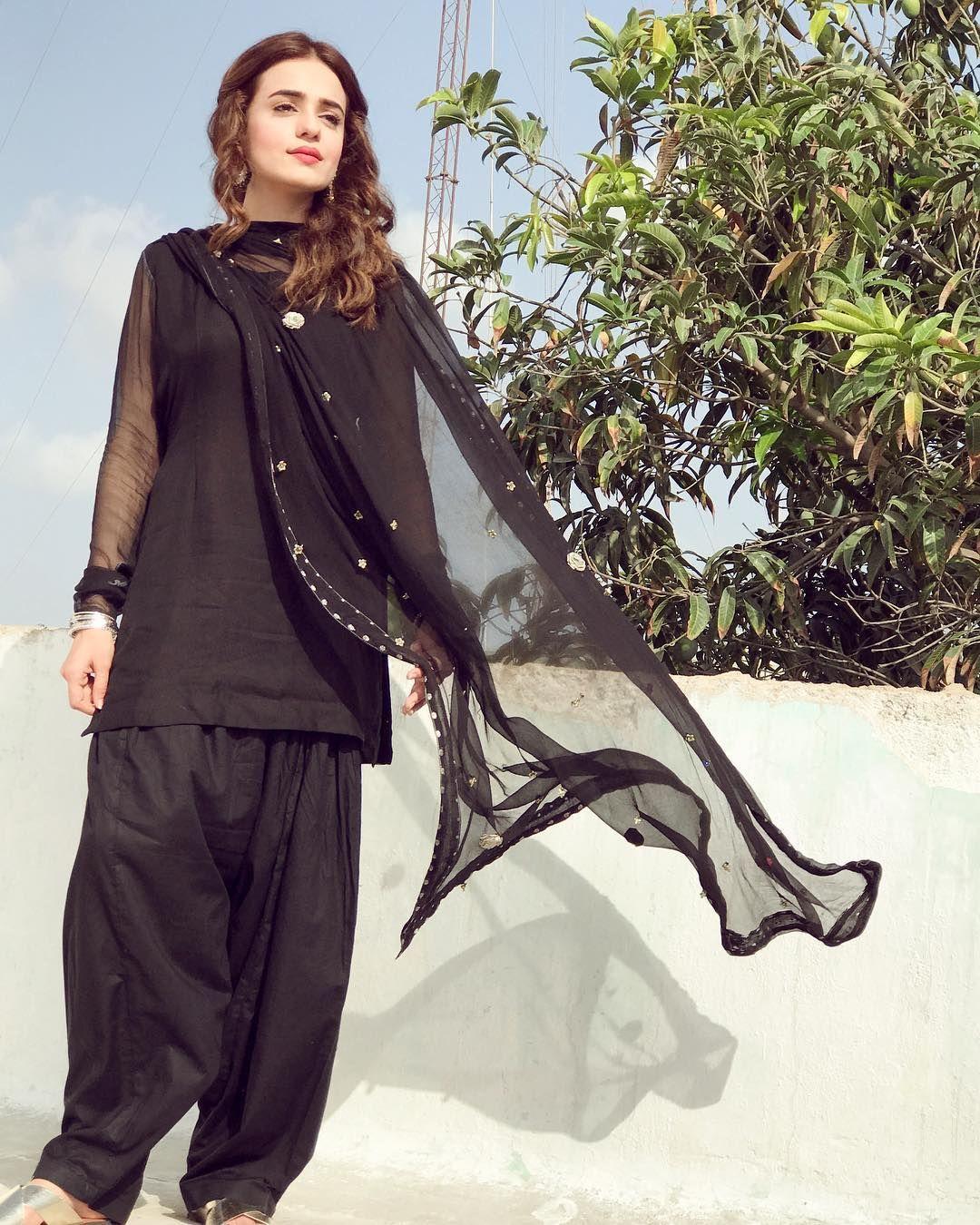 Jumma Mubarak Outfit @zahraahmadofficial #ekthirania