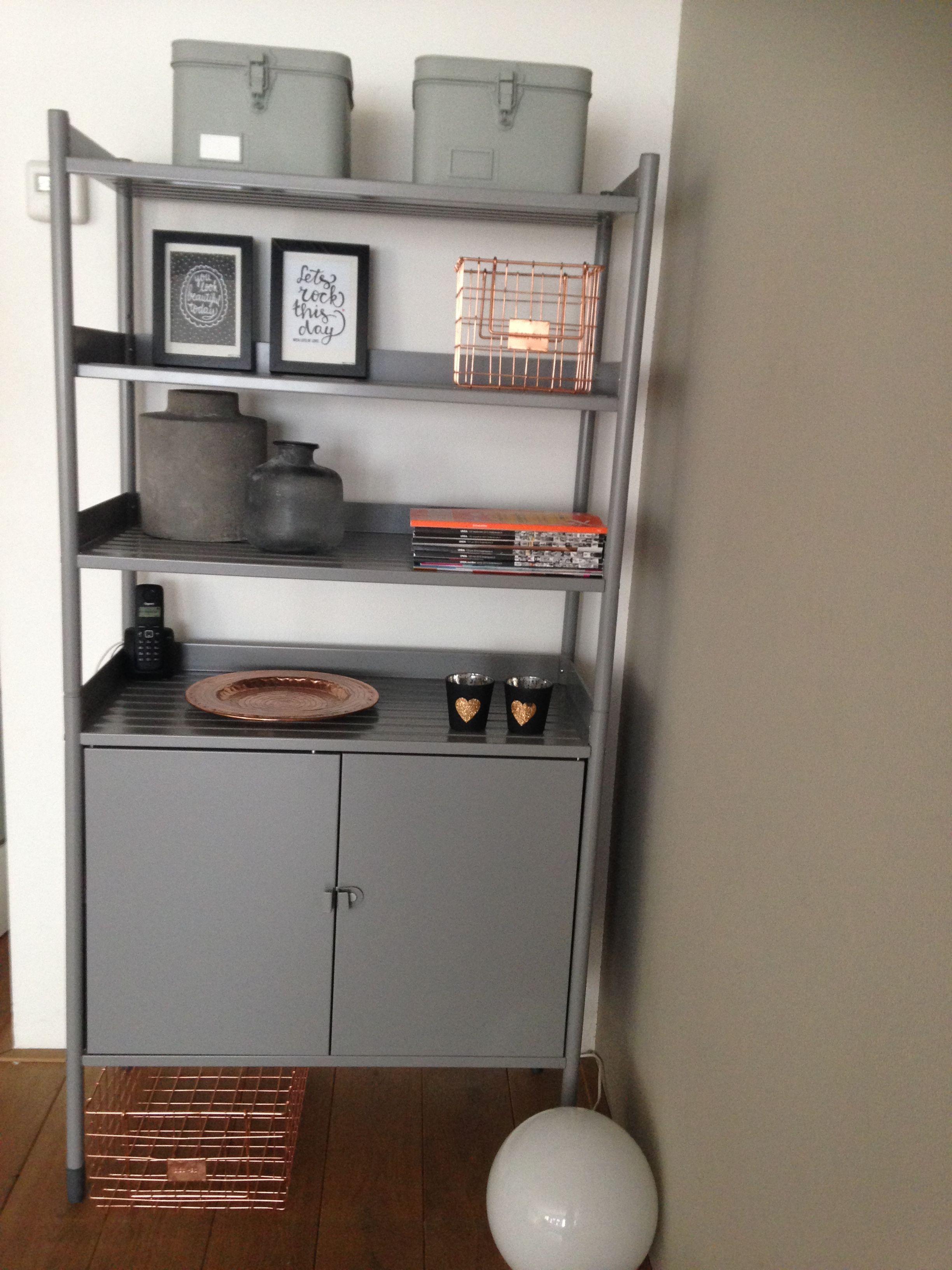 Een Stellingkast Ikea Gebruikt Als Industriële Kast Voor