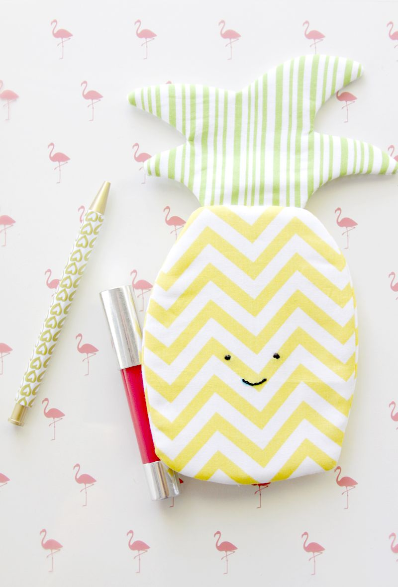 I'm kind of all about the pineapples – which is pretty perfectbecause pineapples are everywhere right now! They are so cute and fun and you can really get creative with things to make with them– like this little simple and sweet pineapple zipper pouch tutorial I have for you today!  This little zipper pouch …