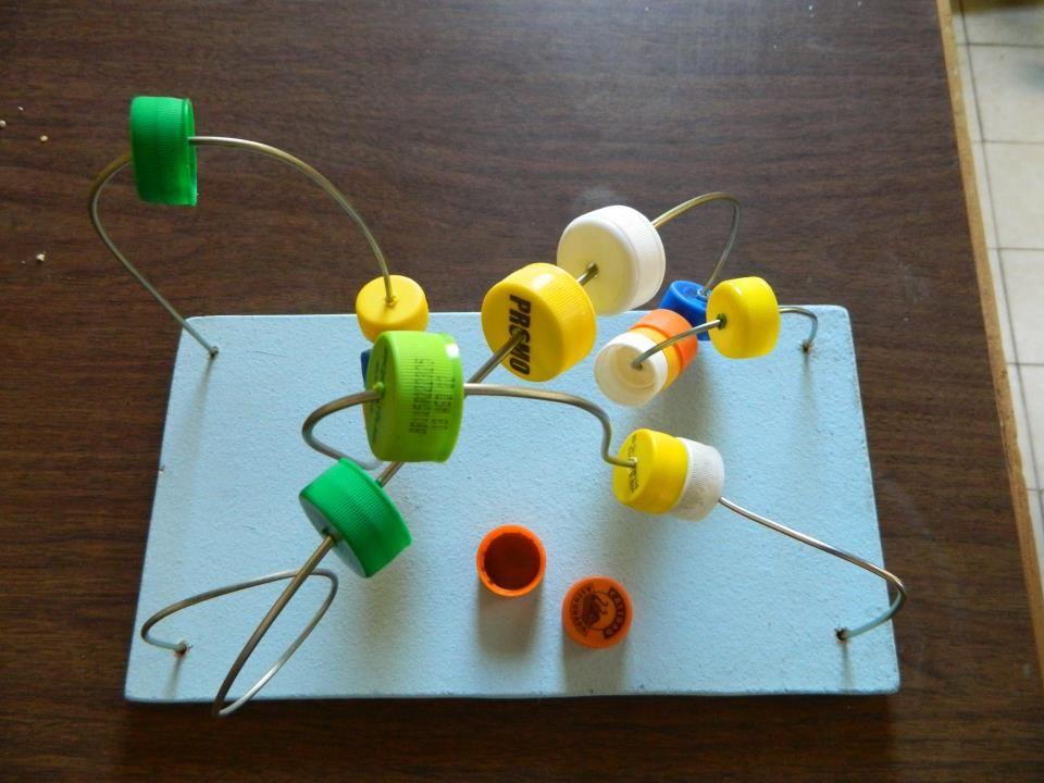 Juego did ctico para bebes con tapitas de gaseosas y dos aros para pantallas realizado por for Juegos para nios jardin de infantes