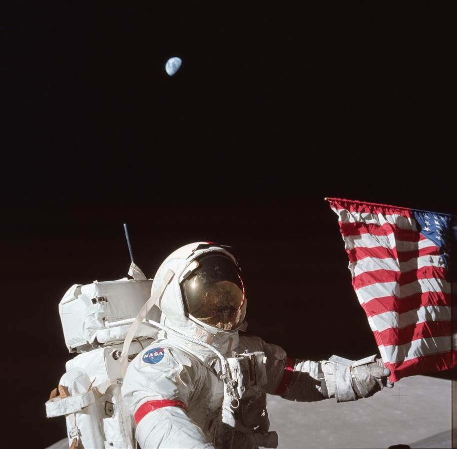 Views Of Home Earth Shines In Apollo Mission Photos Apollo Moon Missions Man On The Moon Moon Missions