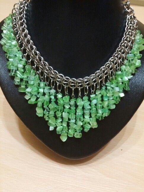 7d9b9892d146 Collar piedras pequeñas verdes
