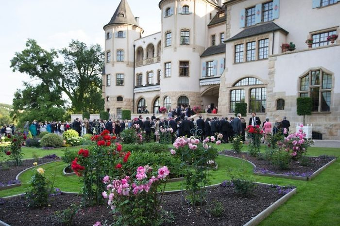 Luxemburger Wort - Sun shines on royal garden party at Chateau de Berg for National Day 26 June 2015