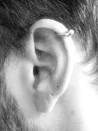 Piercing en la oreja hombre significado