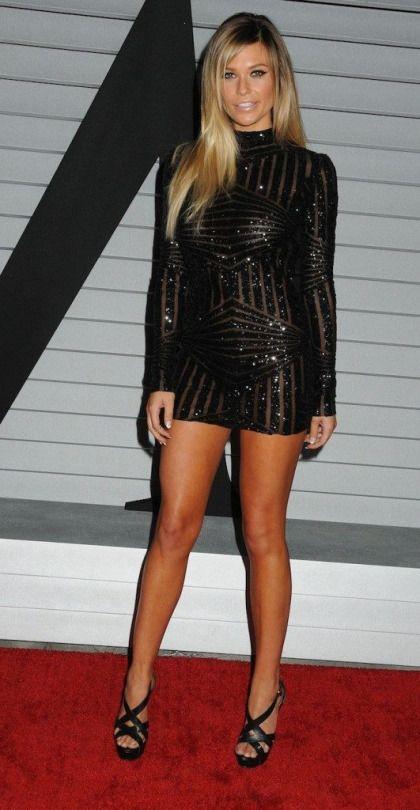 Look at that big gap between her legs