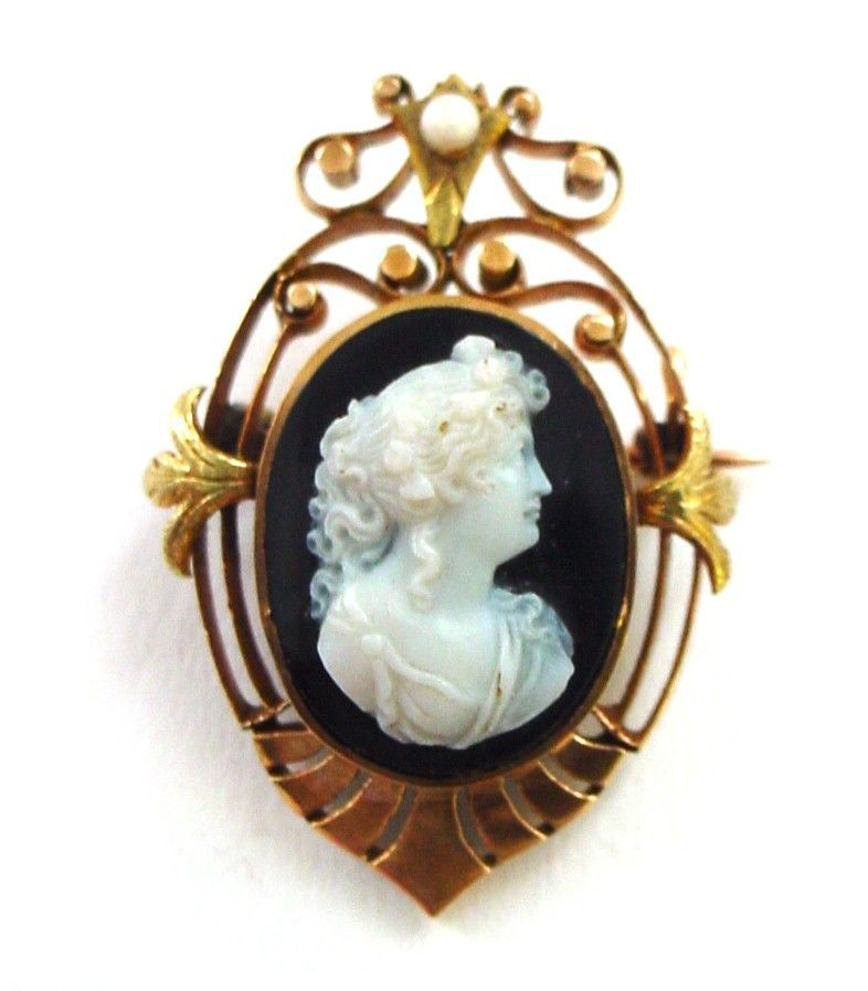 Early Victorian 18K Yellow and Rose Gold Hardstone Cameo