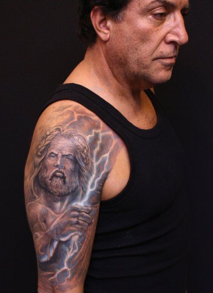 Et Enfin Zeus Le Roi Des Dieux Jupiter Pour Les Romains Il Est Le Dieu Du Tonnerre Represente Avec Une Barbe Et D Tatouage Magnifique Tatouage Idee Tattoo