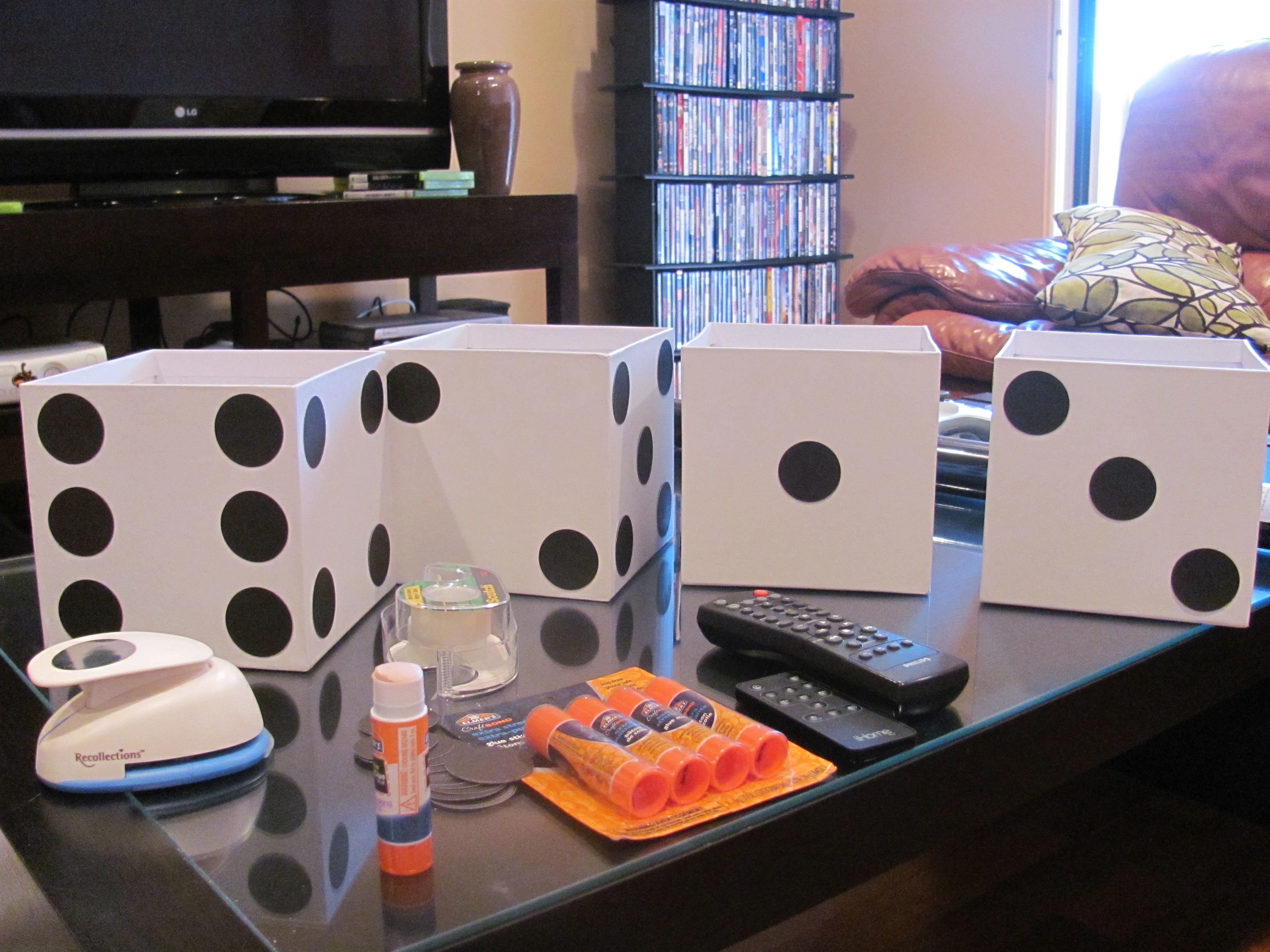 casino centerpieces super easy just punch holes and glue them on in a dice - Casino Party Decorations