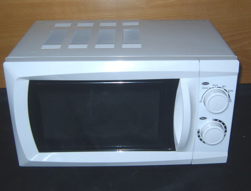 17 Litre 700 Watt Manual Microwave White With 5 Settings