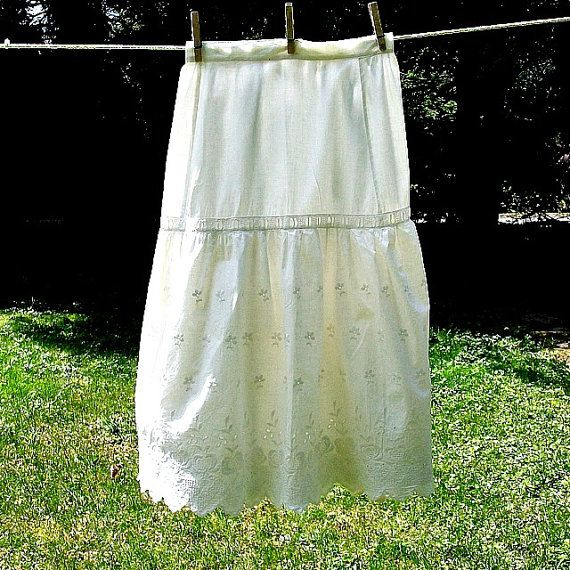 Vintage 1900s Ivory Eyelet Cotton Slip/Petticoat Small