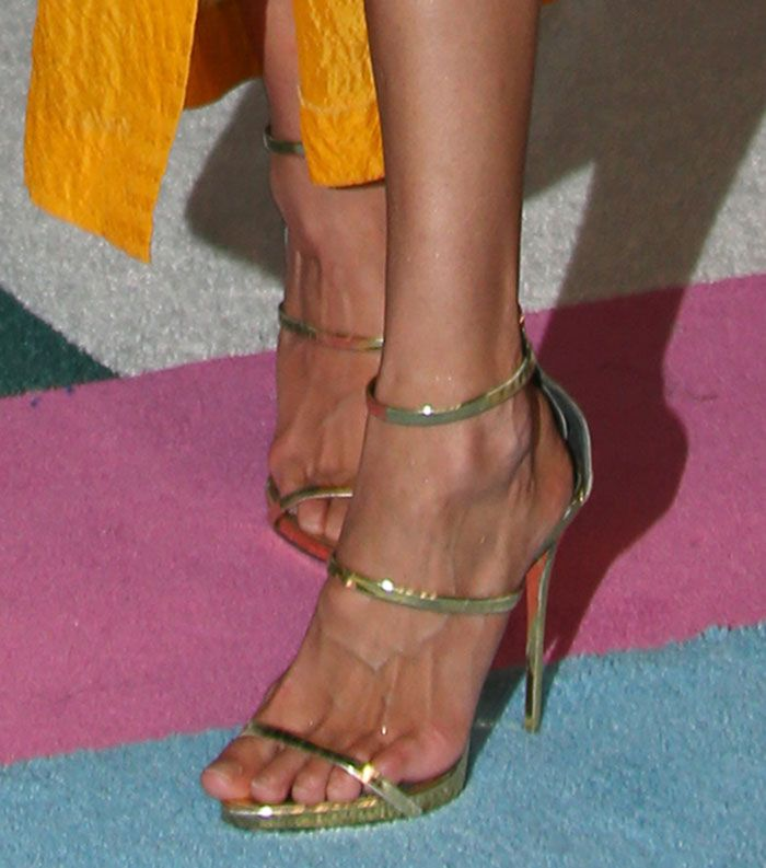 Gigi Hadid S Feet Appear To Be In Pain In Giuseppe Zanotti