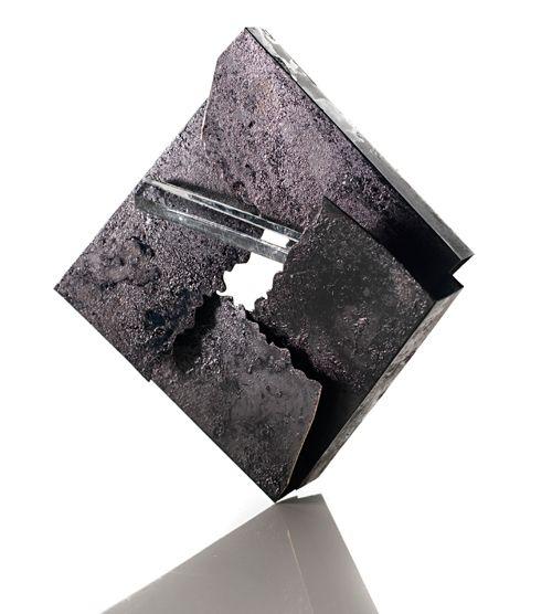 Annamaria Zanella. Brooch: Combustion, 2009. Silver, gold, resin, wood shavings, titanium, glass. Photo Giulio Rustichelli.