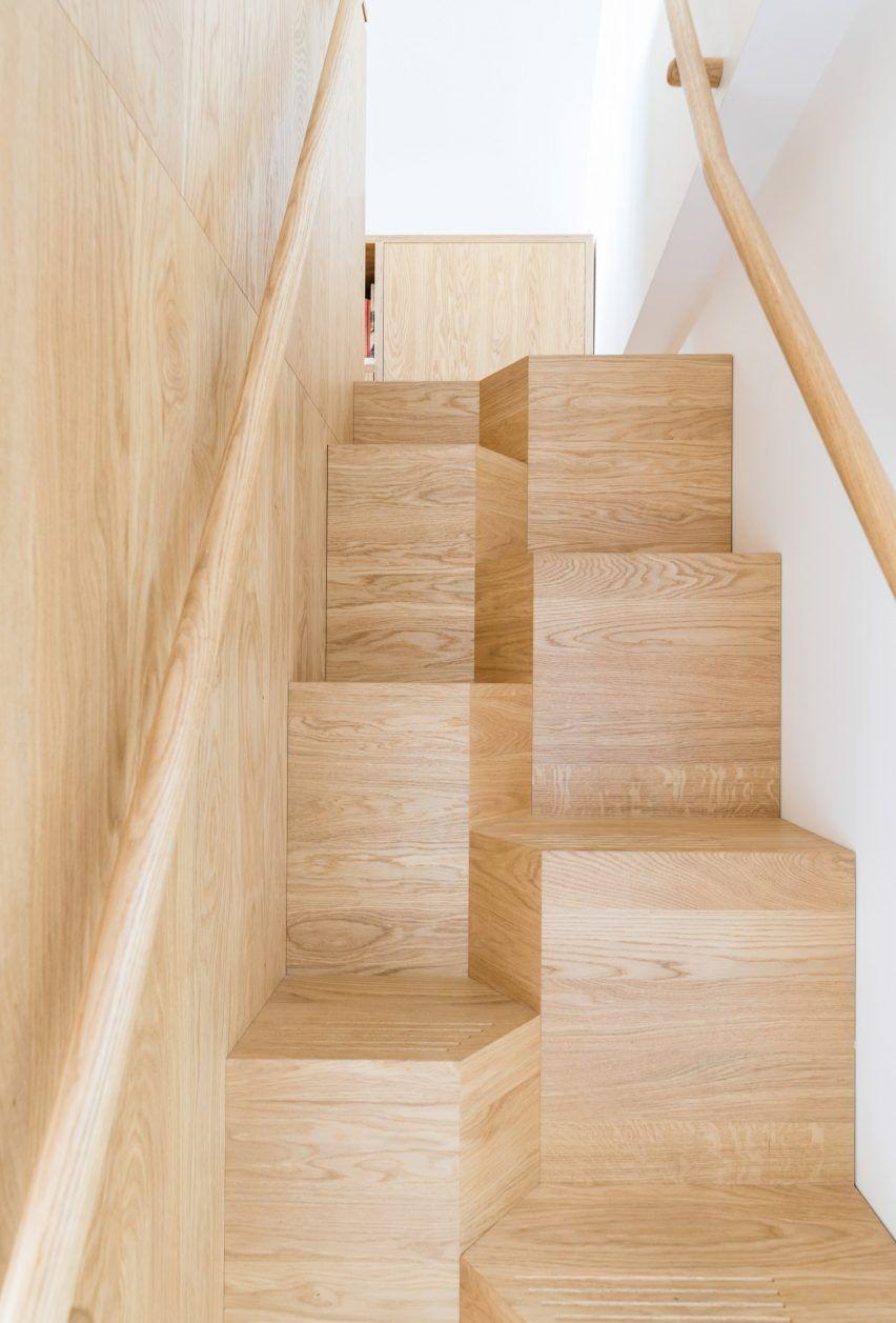 Asymmetrical staircase