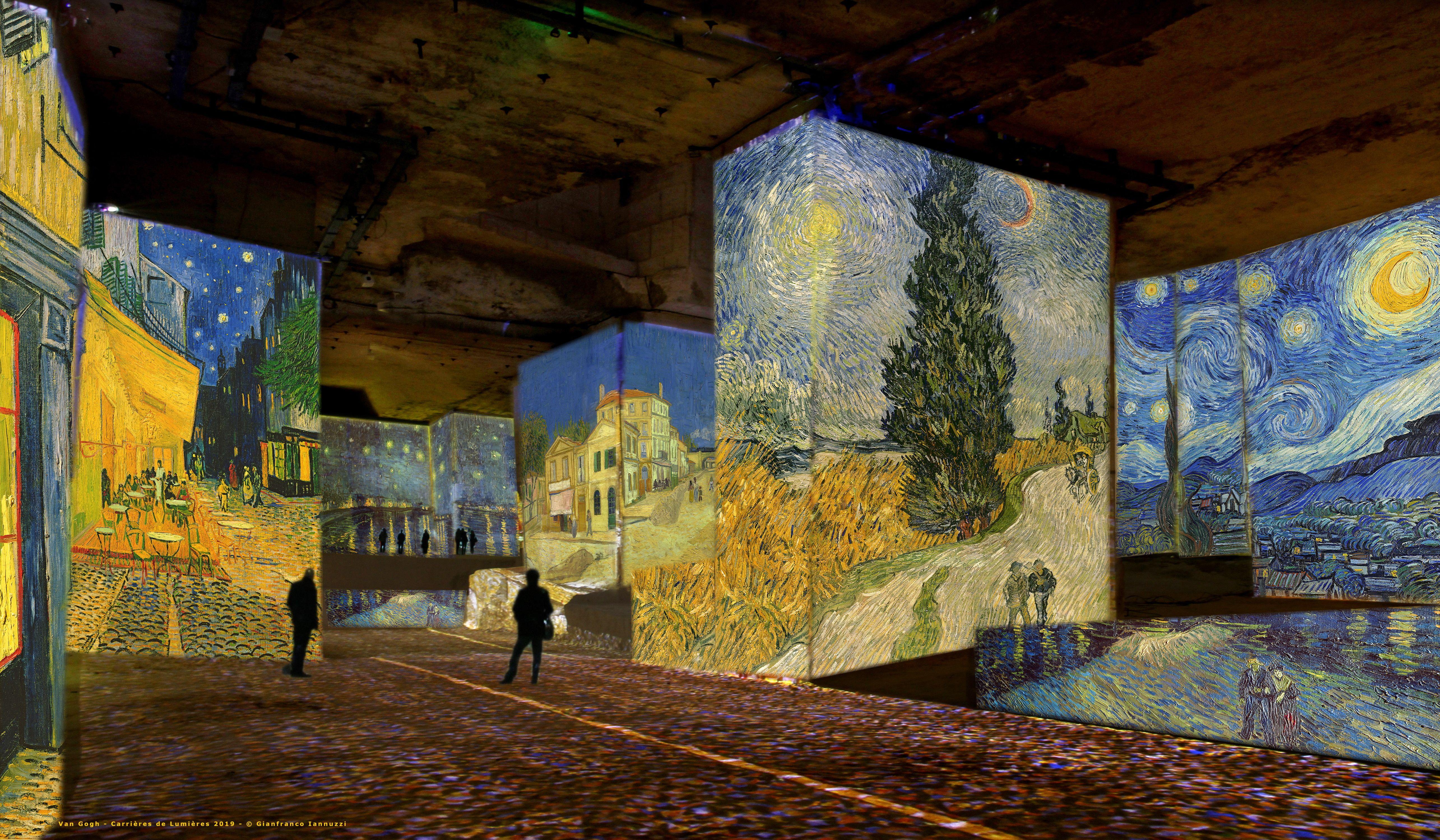 Les Baux De Provence Van Gogh Aux Carrieres De Lumieres En 2019 Baux De Provence Van Gogh Nuits Etoilees