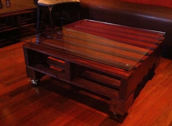 dark stained pallet coffee table | pallet furniture plans | diy