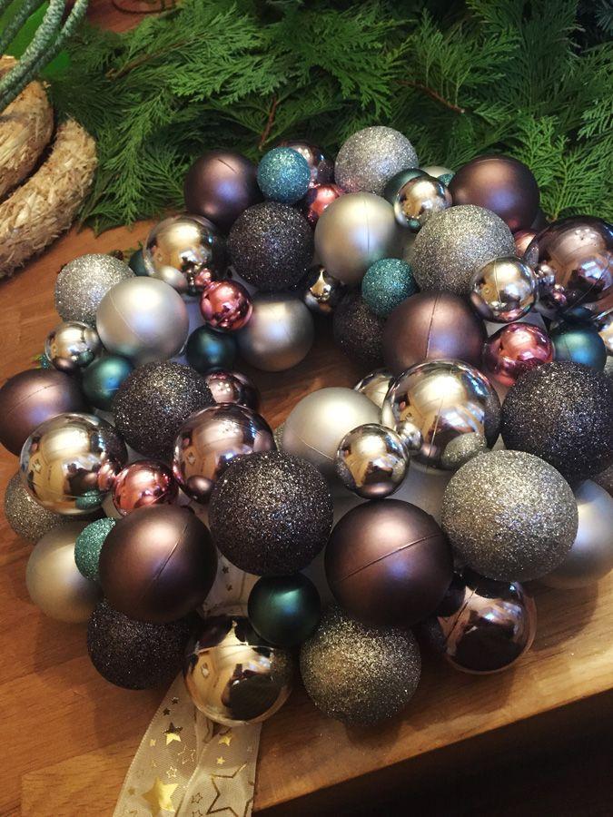 diy do it yourself weihnachten t rkranz adventskranz christbaumkugeln weihnachtskugeln winter. Black Bedroom Furniture Sets. Home Design Ideas