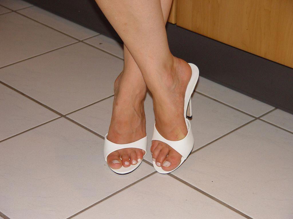 36adb3f6f3 pic0095 (KnulliBulli) Tags: heels highheels mules slides nylons toes fuss  füsse legs pantoletten