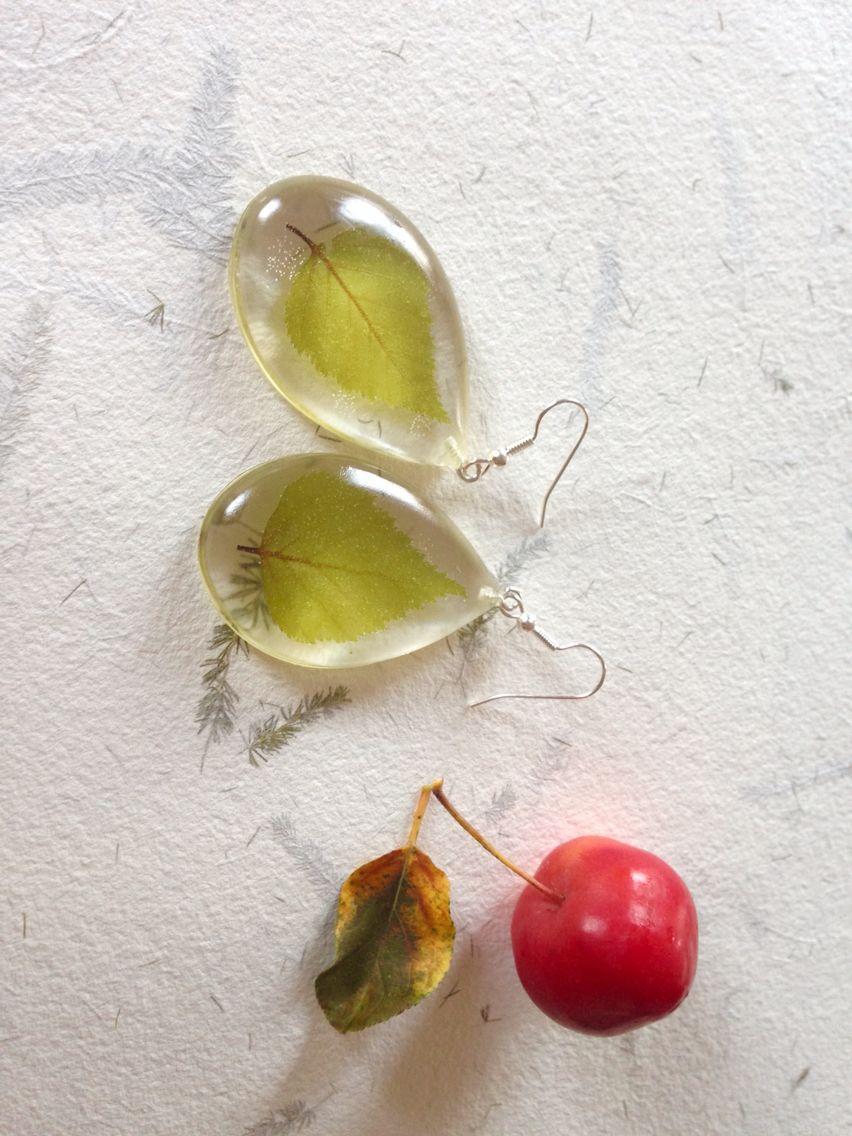Resin earrings made by Agnera #resin #earrings #botanical #geeen #leaves #falk #autumn #jewelery