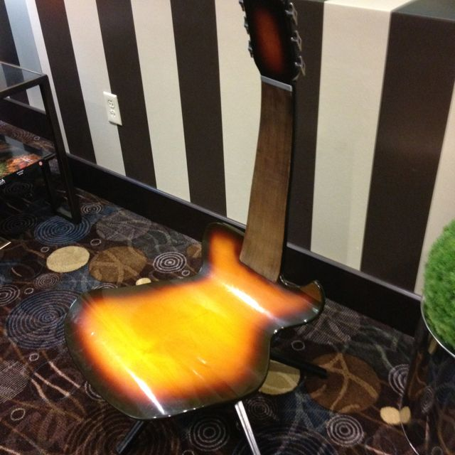 Charmant A Guitar Shaped Chair