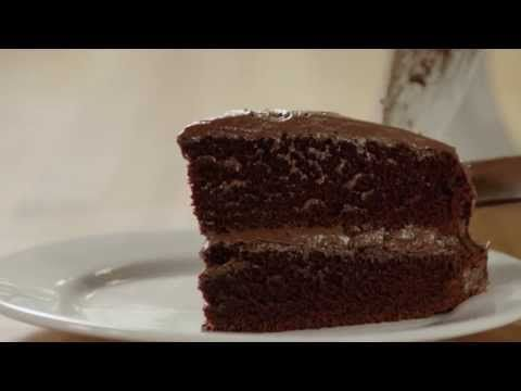 Drool Inducing Rich and Moist Chocolate Cake in Minutes The