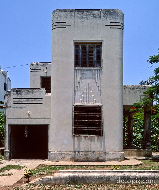 Art Deco Homes: Art Deco House - Havana (side View)